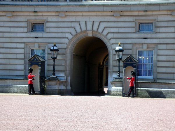 Buckingham Palace Changing Guards London
