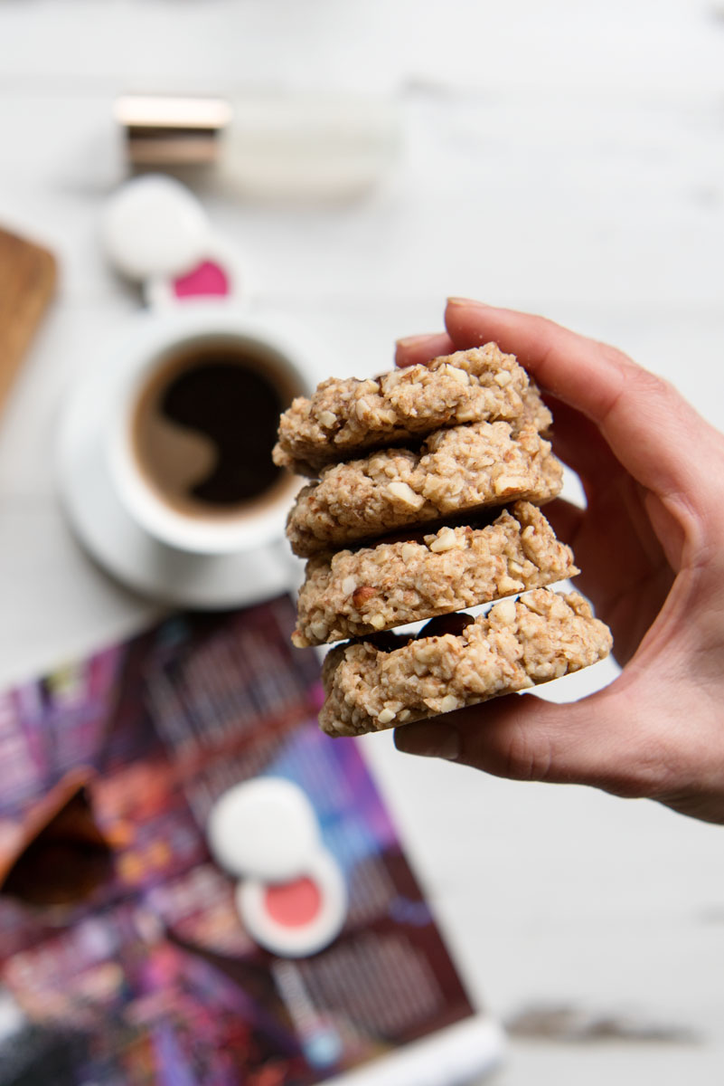 Easy Vegan Oatmeal Cookies Recipe with Almond Flour