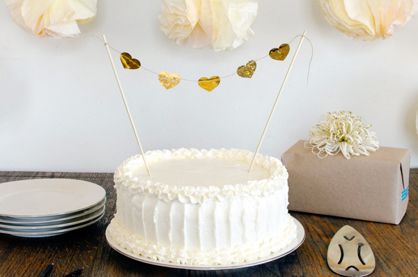 This rustic wedding cake frosting technique is beautiful and easier ...
