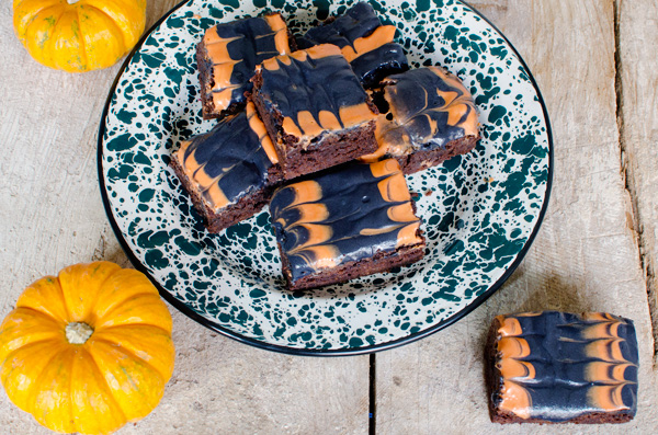 AMAZING and EASY Halloween Frosting Decorated Brownie Tutorial