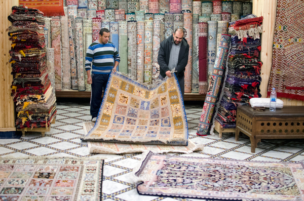 How To Buy Carpets in Morocco - Tips for Marrakech and Fez Moroccan Rugs