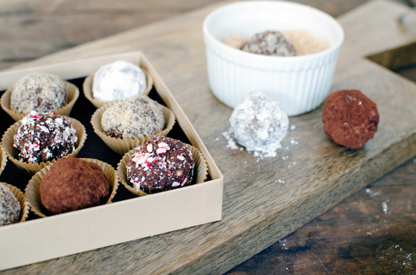 Easy and DELICIOUS Chocolate Bourbon Balls - an awesome Christmas gift!