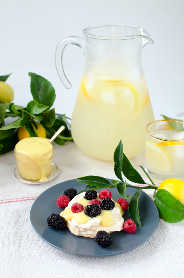An amazing lemon curd pavlova recipe!
