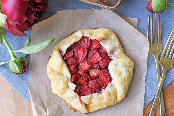 Delicious summery rustic strawberry galette recipe - so much easier than pie!