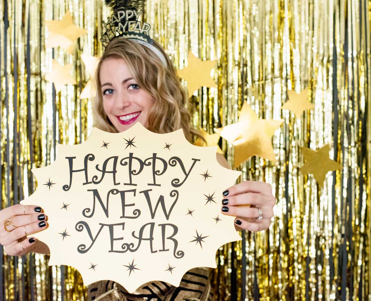 How To Make A New Years Photobooth