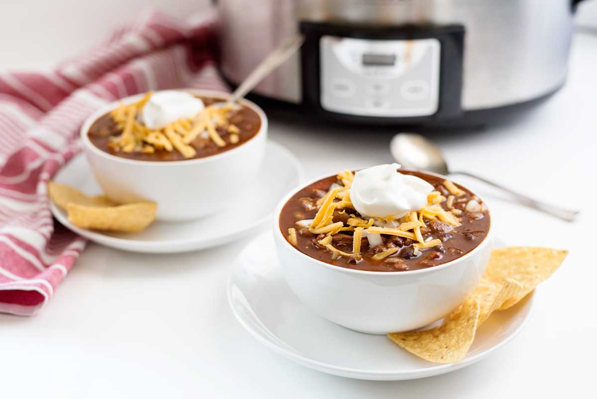 The absolute BEST vegetarian slowcooker chili recipe. Vegan crockpot option included!