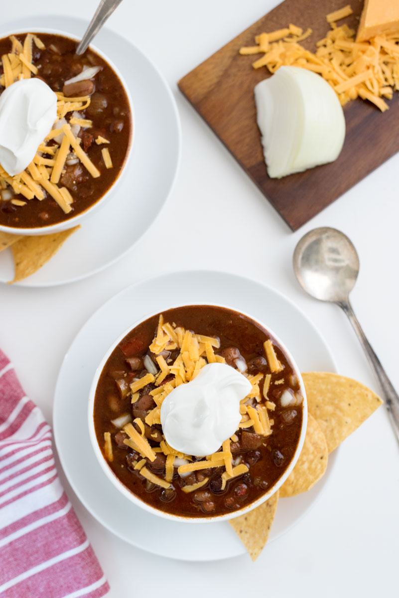 The absolute BEST vegetarian crockpot chili recipe. You seriously haven't lived until you've tried this!