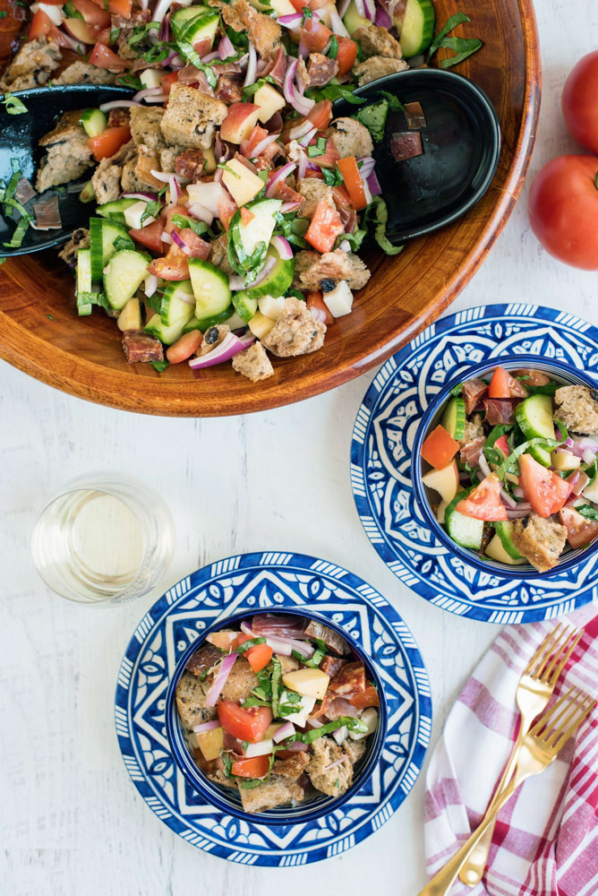 How to make an easy panzanella salad recipe that is perfect for summer!