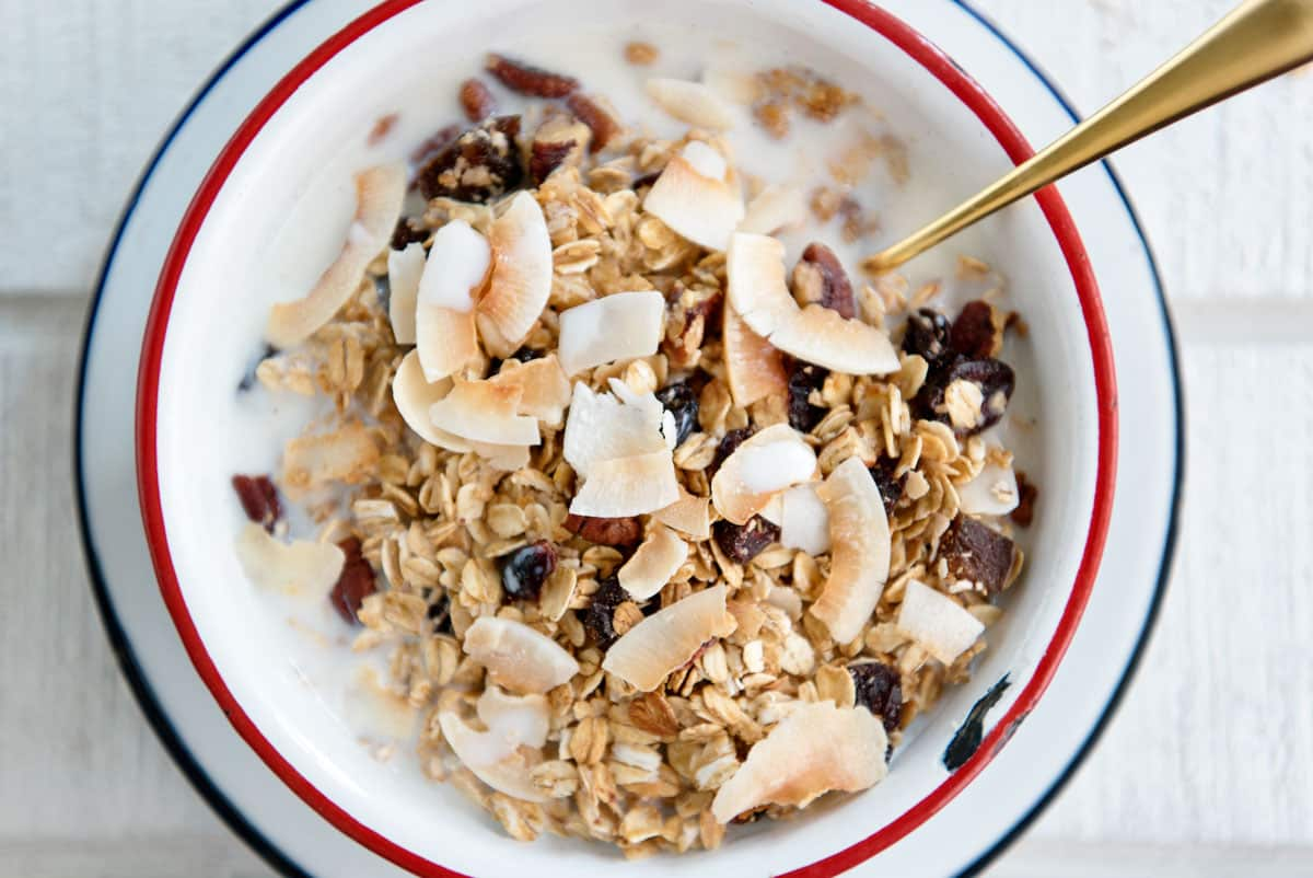 Easy and Healthy Museli Recipe with dried fruit, nuts and coconut flakes