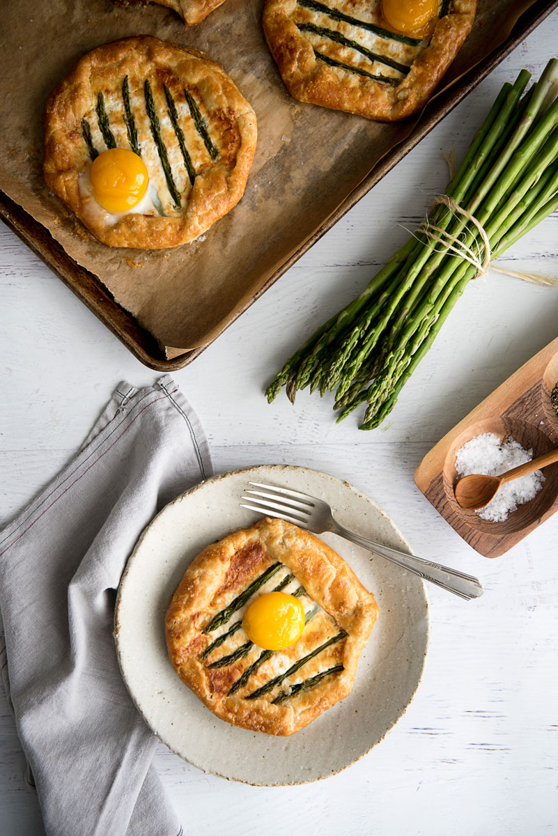Savory breakfast recipes with egg and asparagus