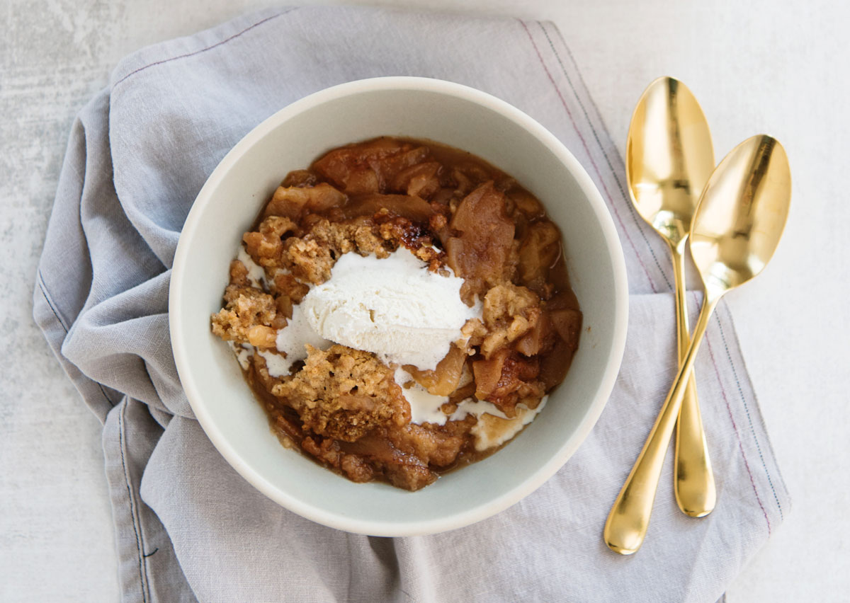 Slow Cooker Apple Crisp Recipe with Oat Topping in the Crockpot!